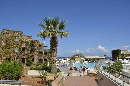 Bella Beach Hotel : Piscine et chambres