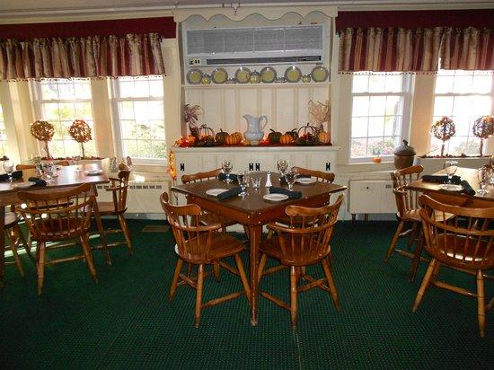Christmas Farm Inn & Spa: The dining room