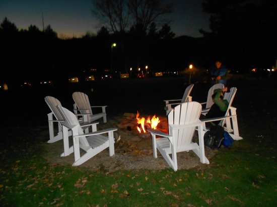 Christmas Farm Inn & Spa: bonfire