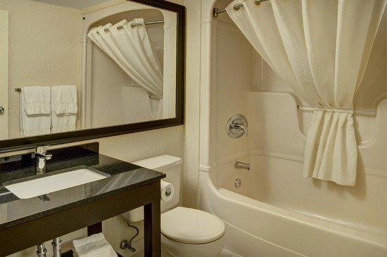 Comfort Inn : Beautifully renovated bathrooms