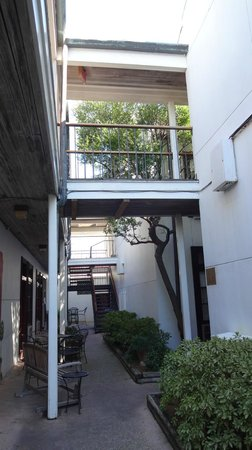 Prytania Park: Courtyard of the hotel