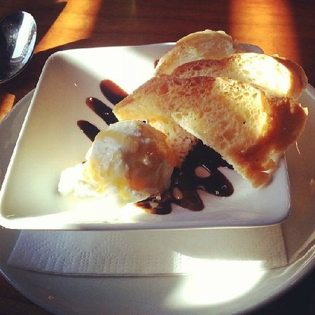 Frogs Leap Public House: Local chevre with honey and balsamic