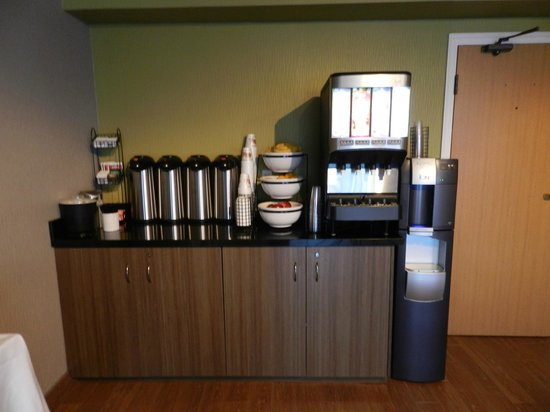 Comfort Inn : Start your morning with some coffee at our station!