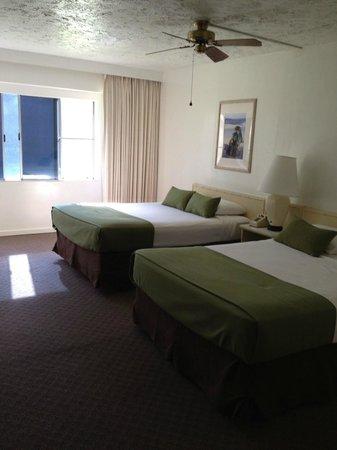 Maui Seaside Hotel: Room view from door