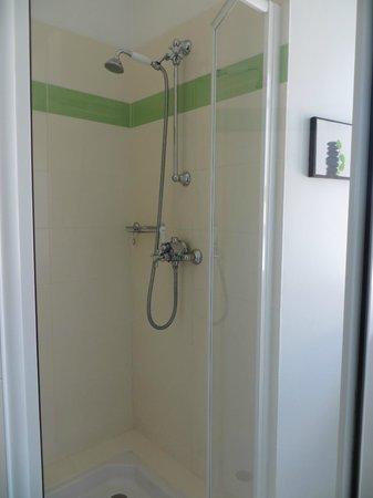 Metairie du Vauhariot: Douche chambre 2