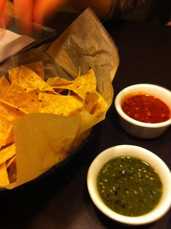 Xoco: Great salsas with perfect corn chips