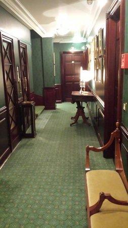 Hotel d'Angleterre: Коридор отеля Англитер