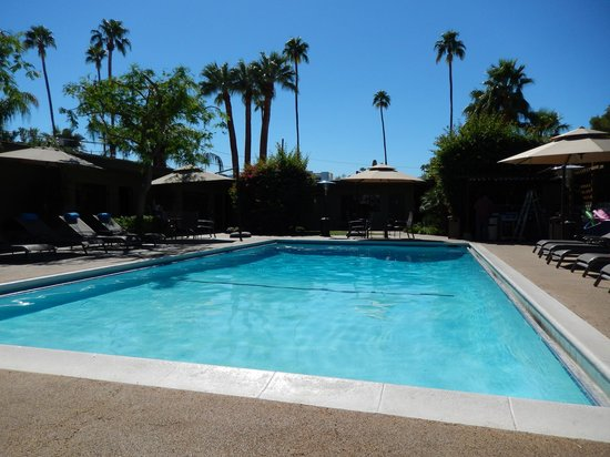 Desert Riviera Hotel: The pool area