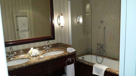 Hotel d'Angleterre: Ванная комната