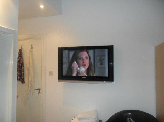 Hoppity House: the huge tv