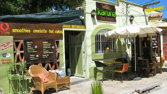 Zenjuicebar: Justo a lado de Karuna Tea House