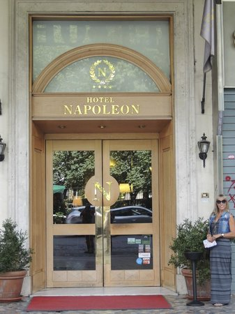 Hotel Napoleon : Hotel entrance
