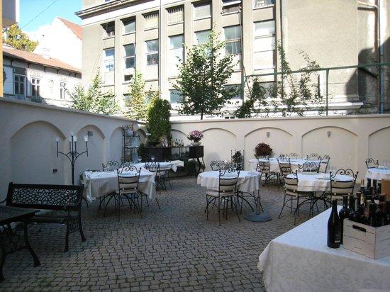 Hotel Scala: lovely restaurant setting