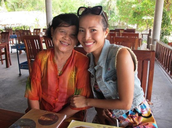 Sabienglae Restaurant: Me and Mom at Sabeinglae