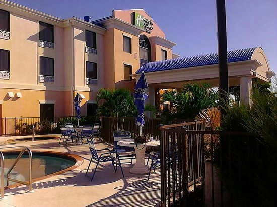 Holiday Inn Express Hotel & Suites: hotel
