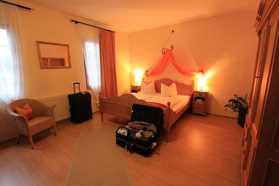 Landhotel St. Gereon: Room for 3 - the double bed