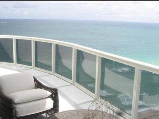 Epicure Gourmet Cafe: Sunny Isles Beach Florida