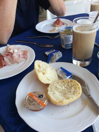 Hotel Sicilia: Typisch italienisches Frühstück!