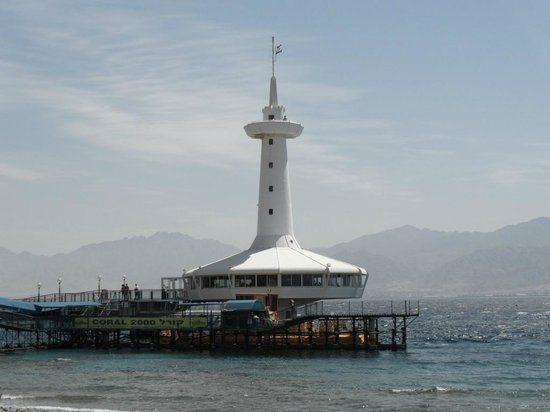 Underwater Observatory Marine Park : Вид с берега на обсерваторию