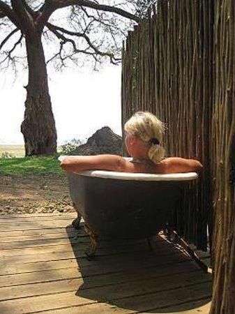Wilderness Safaris Ruckomechi Camp: we had a outside bath