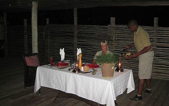 Wilderness Safaris Ruckomechi Camp: private Dinner at the pool