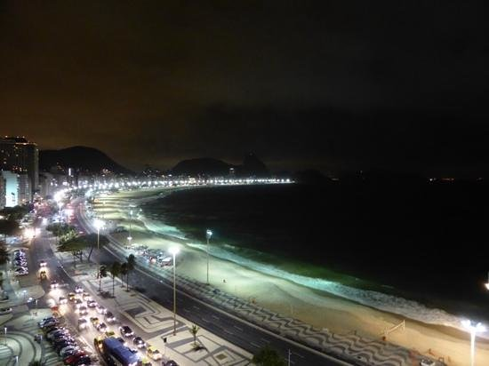 Rio Guest House ( Marta's Guest House): Copacabana at night