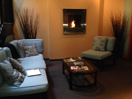 Waiting area foto de nine stones spa portland tripadvisor for 02 salon portland maine