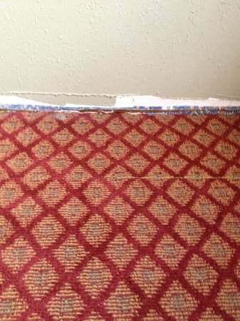 West Hartford Inn: missing baseboard