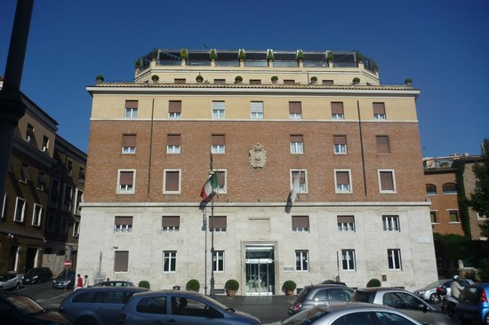 Fortyseven Hotel Rome : Front of Hotel