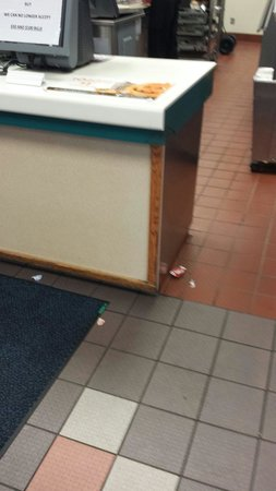 Wendy's: No care to the floor and not busy.