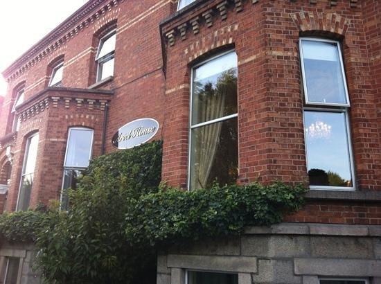 Ariel House: facade