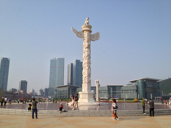 Laohutan Scenic Park: totem pole in the center of the park