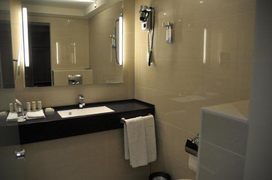 Radisson Blu Scandinavia Hotel, Dusseldorf: バスルーム