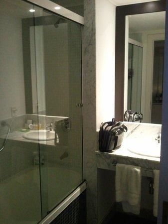 Awa Boutique and Design Hotel: Bathroom