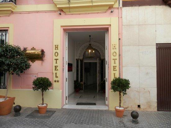 Hotel Un Patio al Sur: entrata dell'hotel