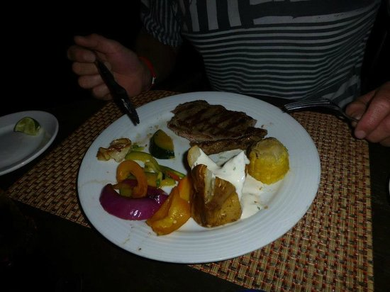 Crown Paradise Club Cancun: steak at waynes boots.