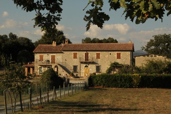 Agriturismo La Conserva: From the main road