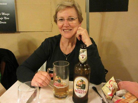 Taverna Antonina: Yo tomandome una Moretti