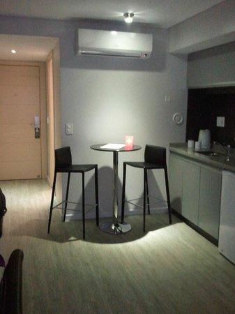 Regency Rambla Design Apart Hotel: Kitchen area in the room