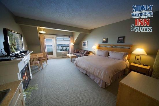 Sidney Waterfront Inn & Suites Deluxe Cannery Room Ocean view