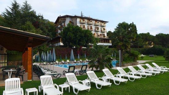 Hotel Diana,San Zeno di Montagna - Hotel vom Pool aus