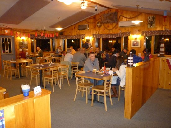 Union River Lobster Pot: Dining area