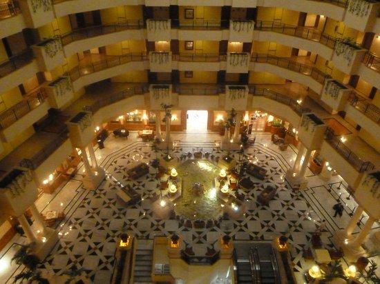 Fiesta Americana Merida : Lobby desde el pasillo de acceso a las habitaciones