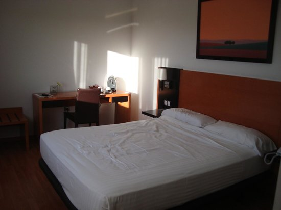 Hotel Cortijo Chico: Great room and bed