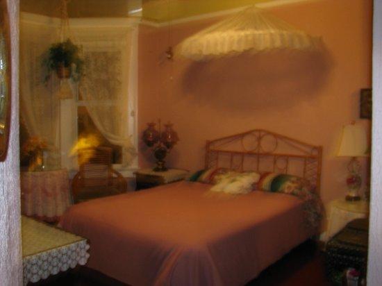 Red Victorian LLC : Rose Garden Room