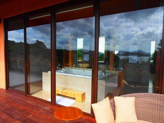 Sri Panwa Phuket Luxury Pool Villa Hotel: Bathroom from the outside deck.