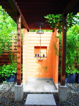 Sri Panwa Phuket Luxury Pool Villa Hotel: Outdoor shower. One of 6 in the 4 bedroom villa!