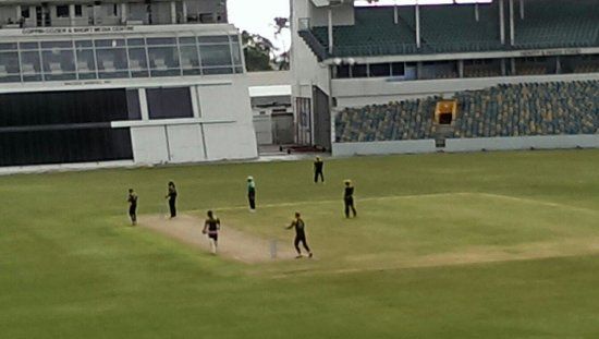 Kensington Oval : Play at The Oval