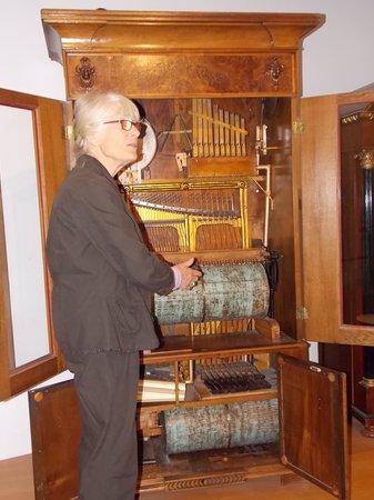 """Deutsches Uhrenmuseum: """"Juke box"""""""