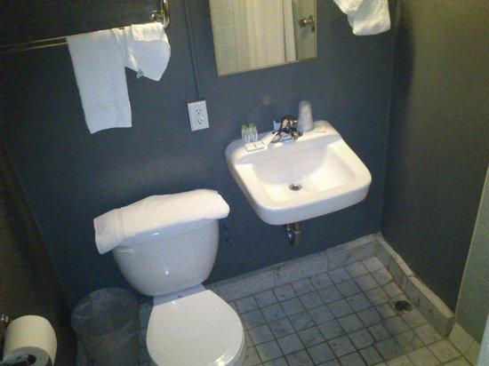 Stay on Main Hotel and Hostel: Cuarto de baño